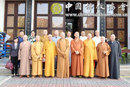 11-代表团访问新加坡毗卢寺.JPG