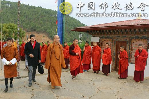09 代表团一行参访Shangchen Dorji thendup寺.JPG