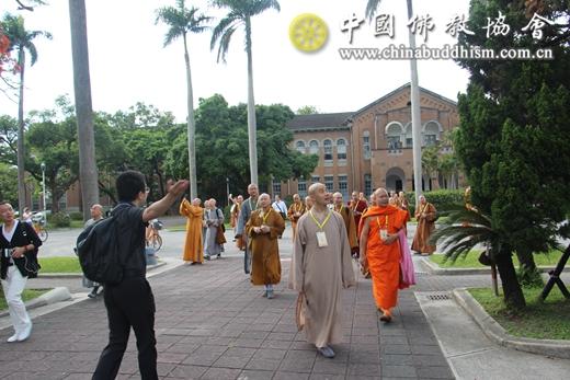 4-参观台湾大学校园.JPG