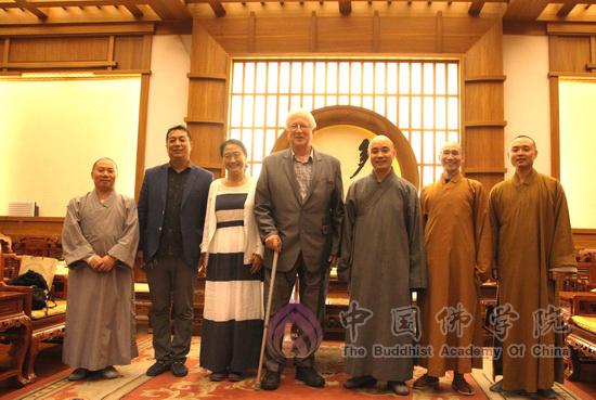 牛津大学佛教研究中心主任理查德·贡布里希教授来访中国佛学院