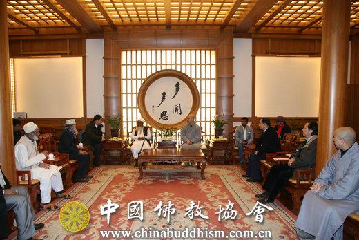 01 2016年11月23日上午,宗性副会长在北京法源寺会见孟加拉宗教部长马蒂尔·拉赫曼及代表团一行10人.JPG