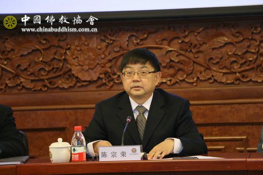 3 中华宗教文化交流协会副会长陈宗荣在发布会上介绍本届论坛的背景、意义等有关情况