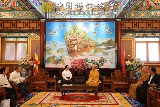 2019年6月7日上午,韩国圆佛教国际部部长史永印一行6人拜访我会.jpg