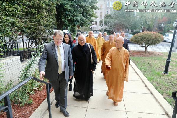 1 当地时间2019年10月9日上午,演觉副会长率中国佛教代表团访问美国基督教浸信会华盛顿特区总会,开展友好交流.JPG