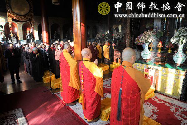 4  僧众善信诵经回向.jpg