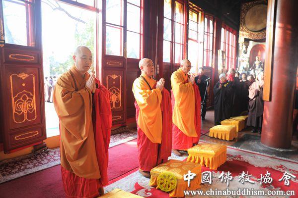 3 中国佛教协会副会长演觉法师、宗性法师,副秘书长宏度法师主法.jpg